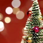 Green Christmas Tree Yellow Lights Wallpaper